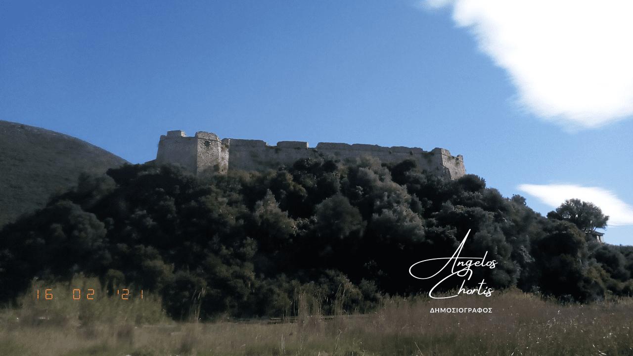 Το φρούριο του Γρίβα από τον δρόμο.