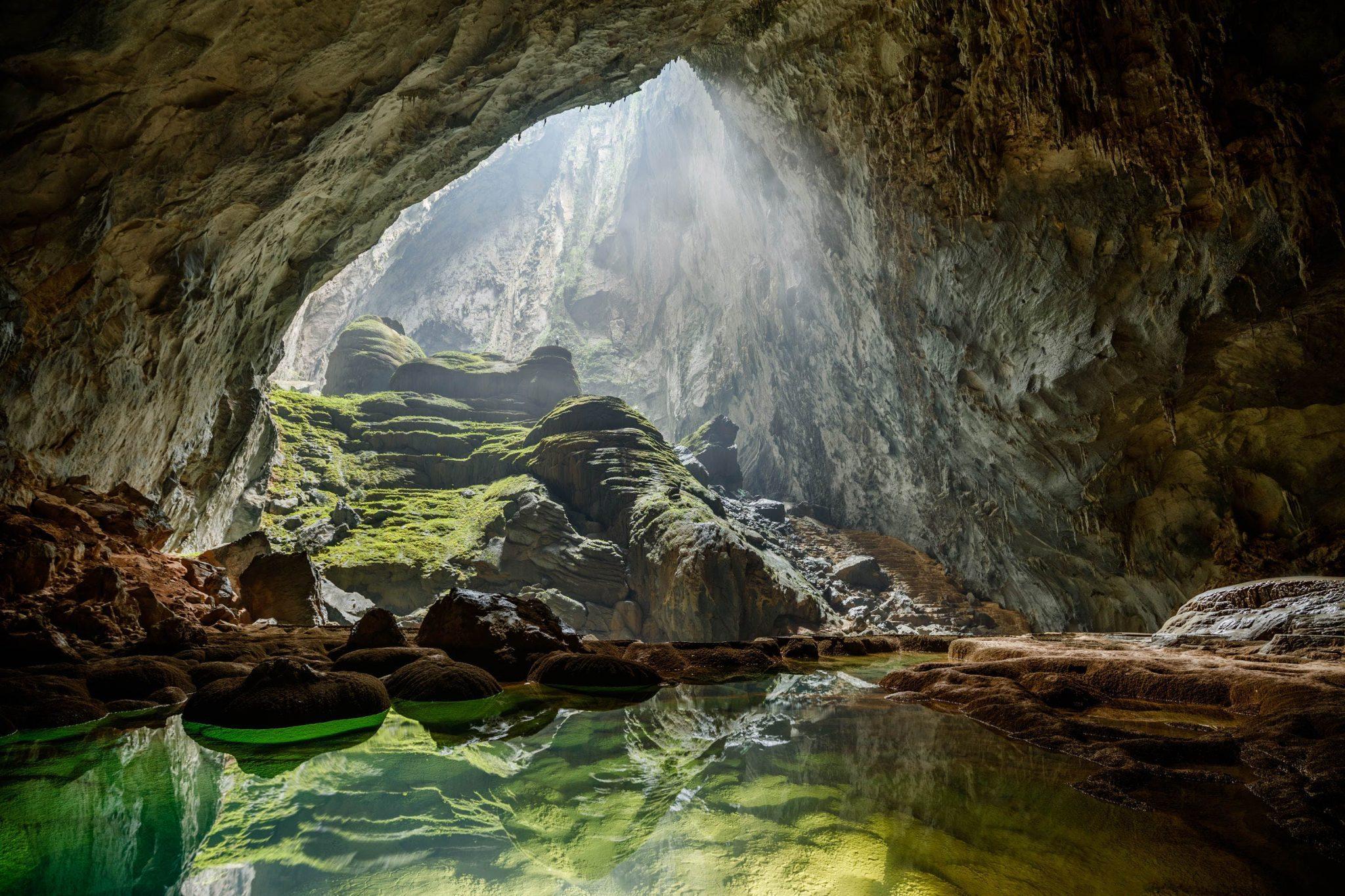 Το πλωτό υπόγειο ποτάμι στις Φιλιππίνες στα υπόγεια αξιοθέατα