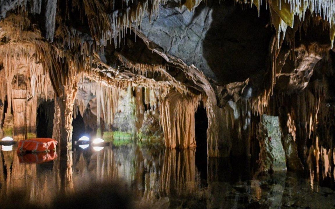 Το Σπήλαιο Διρού κόβει την ανάσα