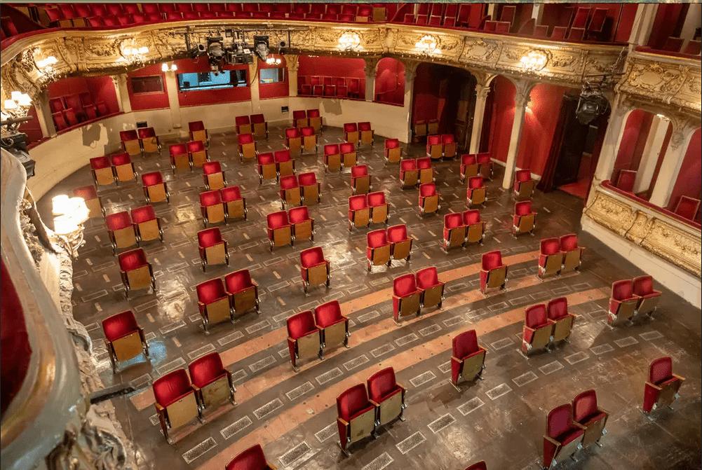 Το θέατρο ΔΕΝ έρχεται σπίτι μας/Berlin Theater. Πηγή Εικόνας: www.afar.com
