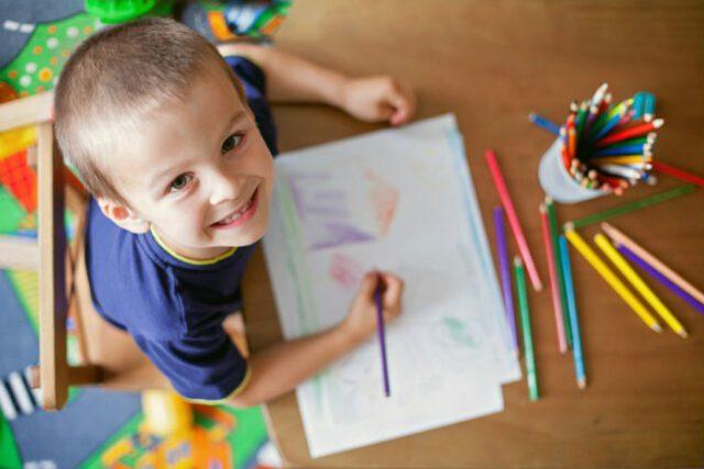 παιδί και ζωγραφιά