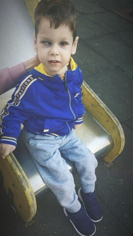 Η μητέρα του μικρού Δημήτρη ξεσπά: «Δικαίωμα στην παιδική χαρά έχουν όλα τα παιδιά»