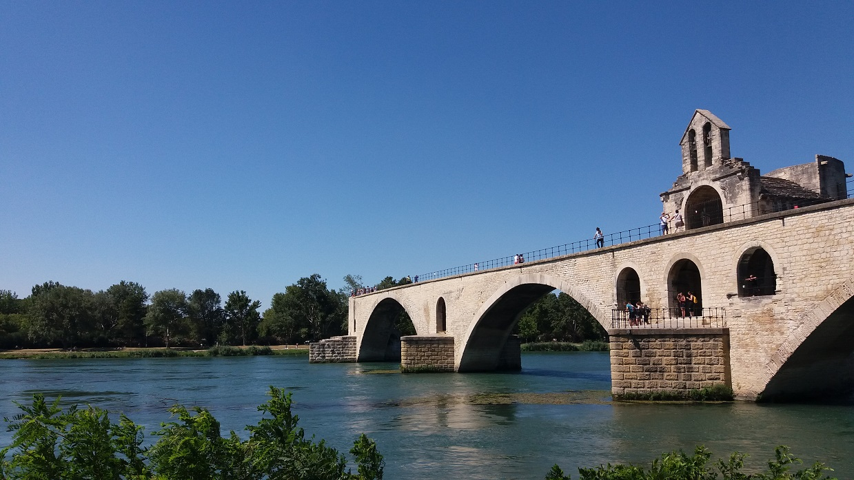 Η μυθική γέφυρα Pont d' Avignon