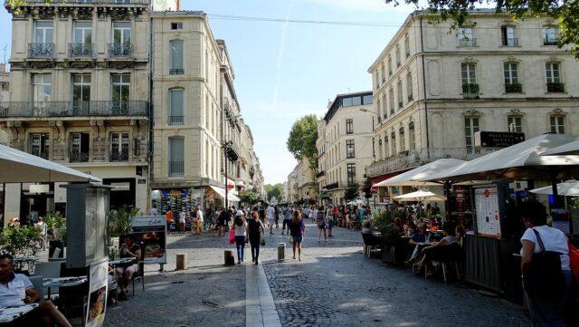 Η λεωφόρος Rue de la Republique Avignon