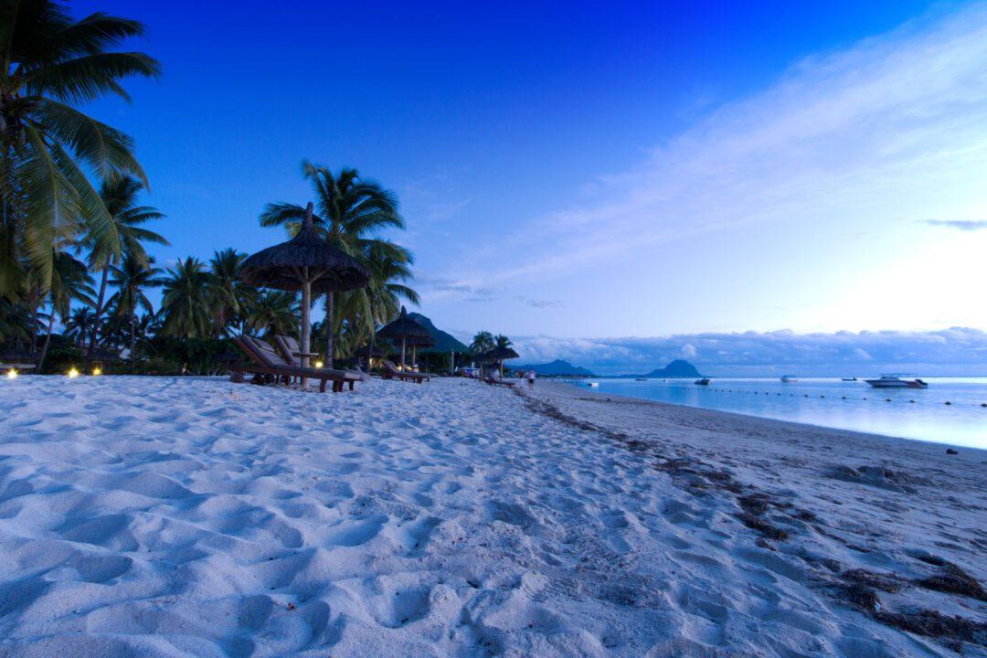 Η παραλία Flic en Flac