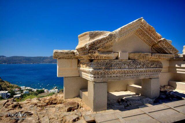 τμήμα του σκηνικού οικοδομήματος με τον πλούσιο διάκοσμο πηγή: dopios.gr