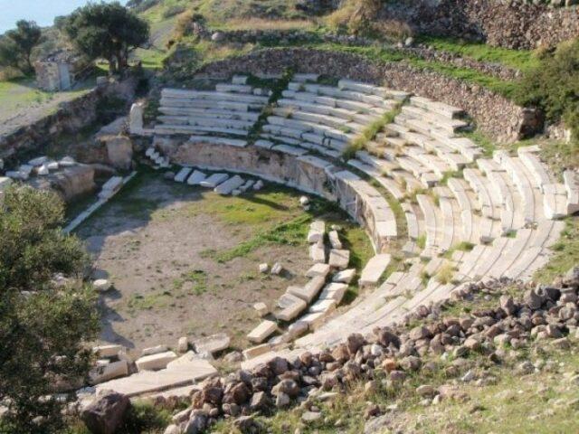 αρχαίο θέατρο Μήλου πηγή: iefimerida.gr